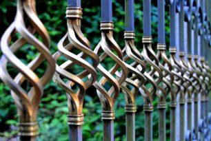 Geländer und Zäune aus geschmiedetem Stahl