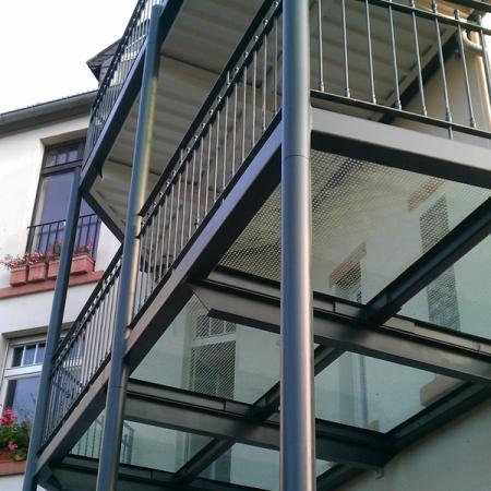 Balkon aus Glas: Frankfurt am Main